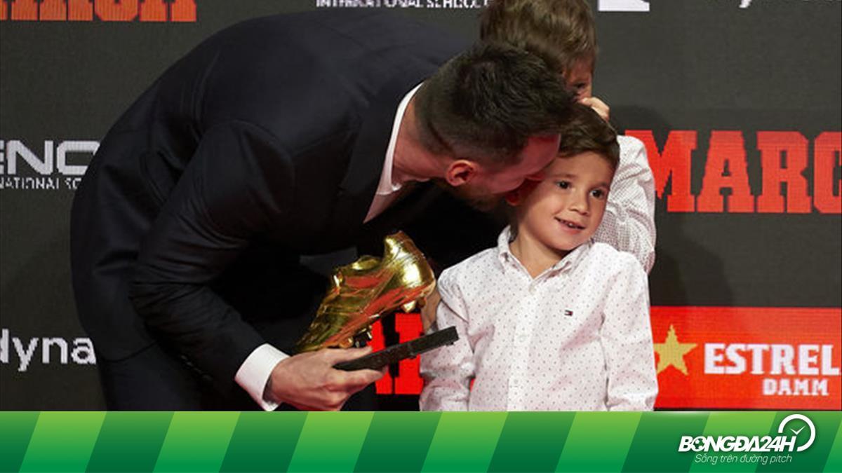 """Bố Leo nhận Giày Vàng, nhưng quý tử """"giời đánh"""" nhà Messi mới là tâm điểm"""