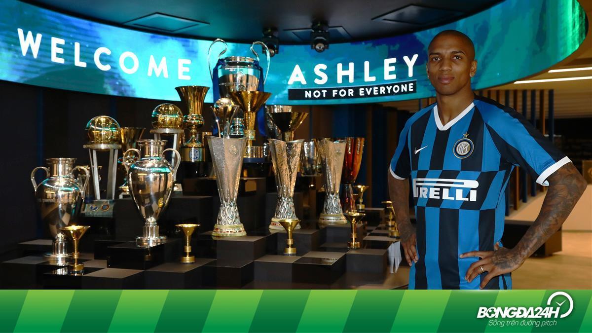 Chính thức: Ashley Young chia tay MU, gia nhập Inter Milan