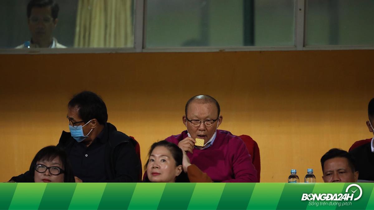 Xem Viettel đấu Hà Nội, HLV Park Hang Seo dùng bữa tối... trị giá 5 nghìn đồng