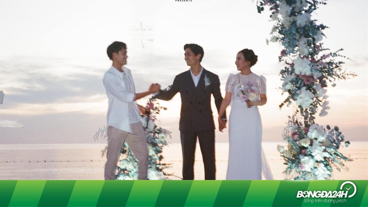 Văn Toàn chúc mừng đám cưới Công Phượng, không quên đăng ảnh thời