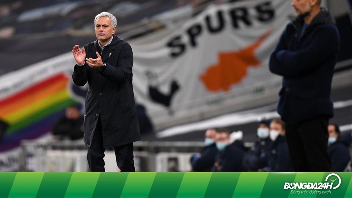 Mourinho đánh bại Guardiola: Chiến thắng của sự đối lập