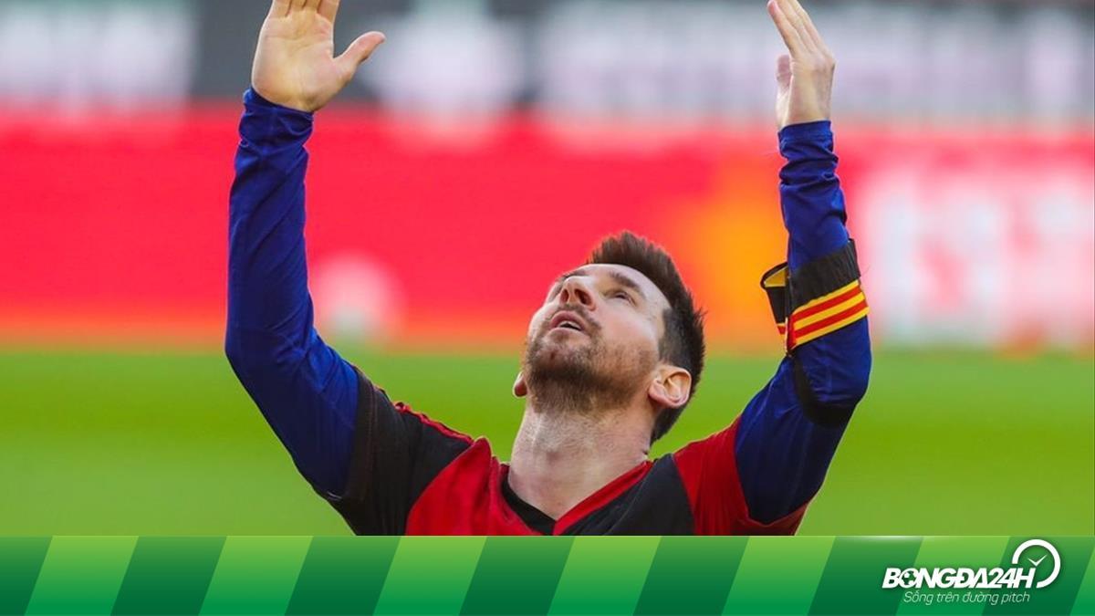 Con trai Maradona yêu cầu Messi treo áo số 10 ở Barca