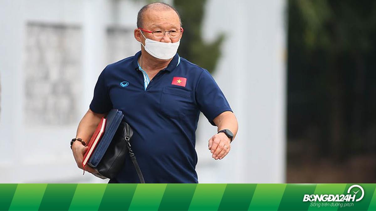 Ngại lây bệnh cho cộng đồng, HLV Park Hang Seo tự cách ly 14 ngày