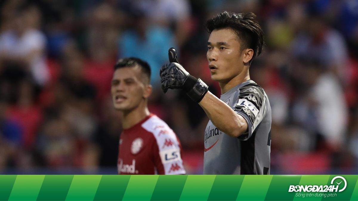 HLV Phan Thanh Hùng nhận xét đầy bất ngờ về thủ môn Bùi Tiến Dũng