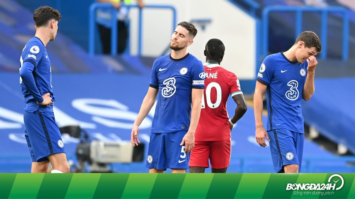Cà khịa Bruno, Jorginho nhận quả báo với pha đá hỏng penalty