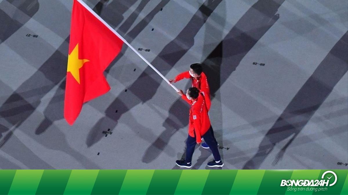 Khoảnh khắc Đoàn TTVN bước ra trong Lễ khai mạc Olympic