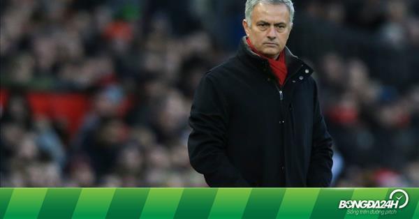 Neville khuyên M.U sớm gia hạn hợp đồng với Mourinho