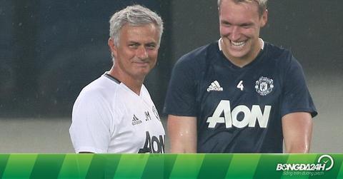 """Phil Jones: """"Cách dùng người của Mourinho giống Alex Ferguson"""""""
