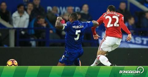"""""""Phép màu"""" 4-2-3-1 sẽ giúp Mourinho hồi sinh M.U?"""