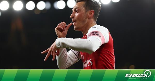 Mesut Ozil sinh ra để trở thành nhà vô địch
