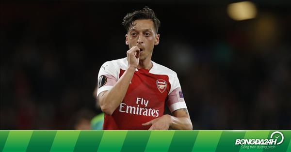 """Emery lập tức đáp trả khi Wenger """"dụ dỗ"""" Ozil"""