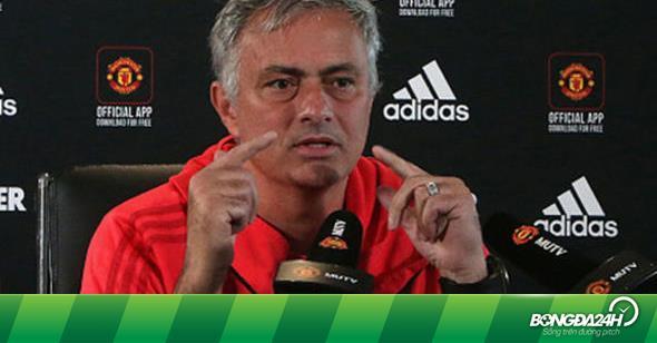 """Mourinho """"chơi đẹp"""" với Chelsea, yêu cầu không sa thải trợ lý gây chuyện"""