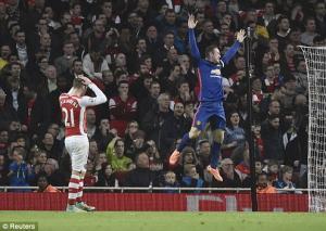 Arsenal 1-2 Man Utd: Quỷ què kéo sập pháo đài Emirates
