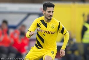 Sao sáng nhất Dortmund báo tin buồn cho M.U và Arsenal
