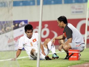 Nguoi hung cua DT Viet Nam tai AFF Cup 2008 chia tay san co