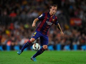 """Vấn đề của Barca: Nên trao vai trò """"nhạc trưởng"""" cho Rakitic"""