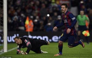"""HLV Simeone """"chỉ giáo"""" đồng nghiệp Enrique cách dùng Messi"""