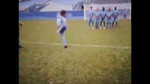 Clip bóng đá vui: Đứng làm hàng rào đúng là cực hình