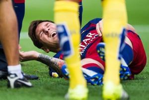 Ngôi sao Messi sút bóng trúng máy quay từ quá nửa sân