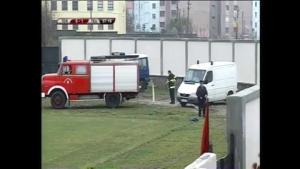 Cảnh tượng bá đạo: Chở cầu thủ chấn thương bằng... xe cứu hỏa