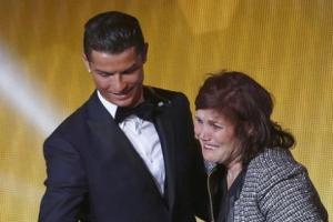 Mẹ của Ronaldo khuyên con trai gia nhập M.U