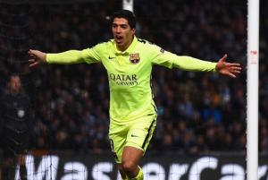 Luis Suarez trình diễn ra sao ở trận Granada 1-3 Barca