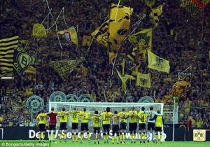 Phát hiện .... quả bom 250kg ở sân Dortmund
