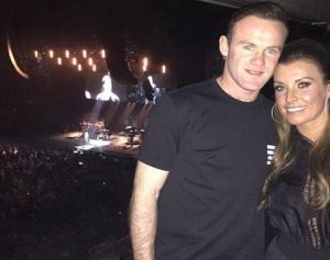 Wayne Rooney đi ăn mừng nổ súng trở lại