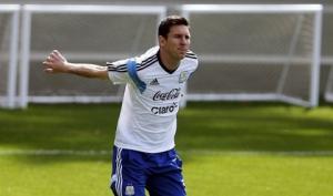 Martino xác nhận Messi chấn thương, Barca lo sốt vó