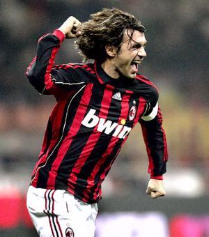 Những pha xử lý bóng làm nên thương hiệu của Paolo Maldini