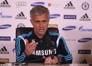 Jose Mourinho mượn sao Man Utd nhằm… đá đểu truyền thông Anh