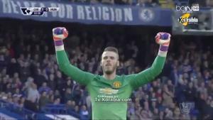 Thủ môn De Gea tẽn tò khi ăn mừng pha dứt điểm ... hụt của Rooney