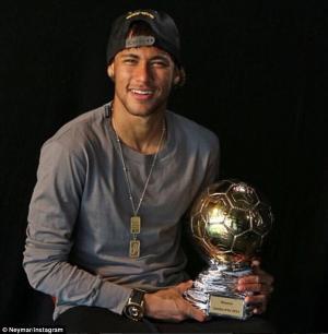 Neymar chính thức giành QBV Brazil sau 2 tháng được vinh danh