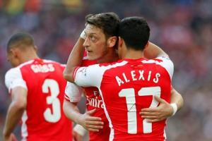 Hàng công Arsenal: Khi Sanchez và Oezil tìm thấy nhau