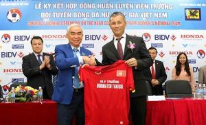 HLV đội tuyển nữ quốc gia có thể thế chỗ HLV Miura