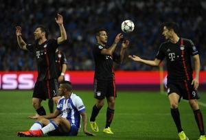 Trước thềm trận Bayern vs Porto: Pep Guardiola nên trở về với đội hình 3 hậu vệ