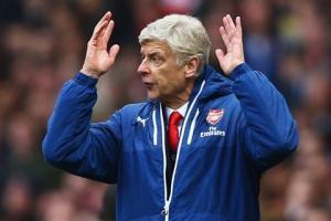 Bất lực trước Chelsea, HLV Wenger ngán ngẩm thừa nhận The Blues vô địch