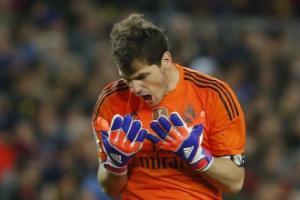 Casillas vinh dự khi được AS Roma quan tâm