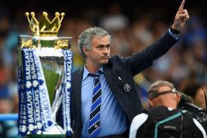 Chelsea vừa nâng cúp, Mourinho đã lên kế hoạch bảo vệ ngôi vương