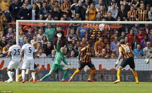 Thủ môn Victor Valdes đã cứu thua xuất thần ra sao ở trận đấu Hull City 0-0 M.U