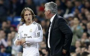 Modric buồn rười rượi khi HLV Ancelotti bị sa thải