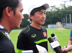 """HLV Miura phản bác mạnh mẽ các """"chuyên gia"""" bóng đá Việt"""