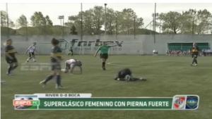 Một trận đấu bóng đá nữ đày bạo lực