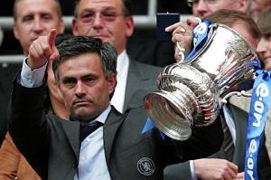 Tiết lộ cực sốc về quá khứ tù tội của Mourinho