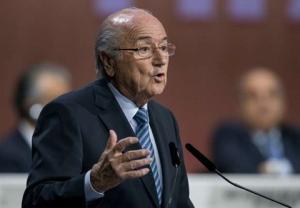Cả châu Âu dậy sóng sau khi Sepp Blatter chính thức tại vị