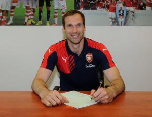 Sao Arsenal đồng loạt chào đón Petr Cech