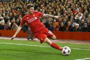 Real lên kế hoạch chiêu mộ hậu vệ của Liverpool