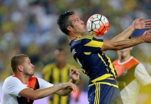 Vòng sơ loại thứ 3 Champions League: Van Persie và Nani ra mắt thất vọng