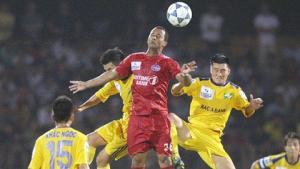 Trước vòng 14 V-League 2015: Đại chiến ờ gò đậu, quân bầu Hiển đá nhau