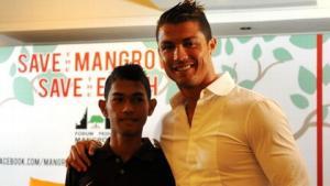 Câu chuyện ly kỳ về cậu bé sóng thần nối gót Ronaldo
